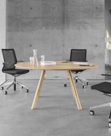 Girsberger Akio houten tafel
